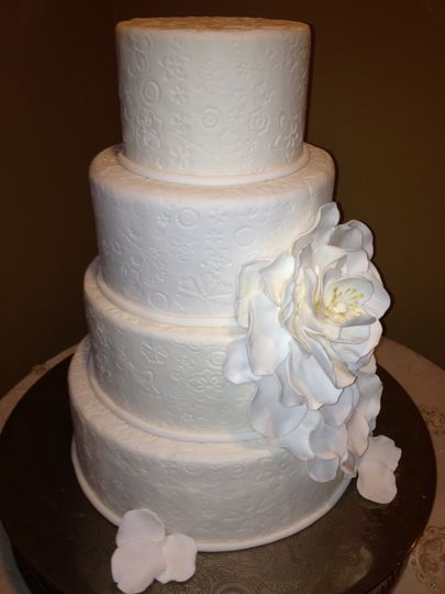 Hand-designed wedding cake