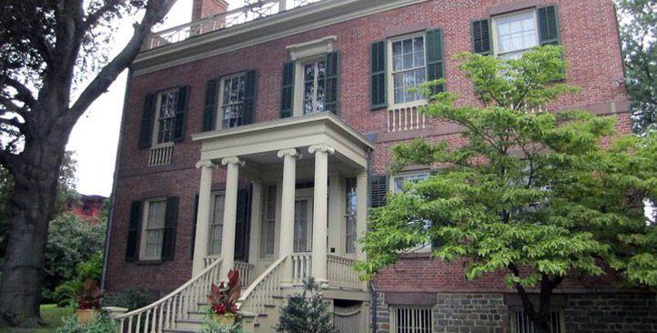 Exterior view of Ten Broeck Mansion
