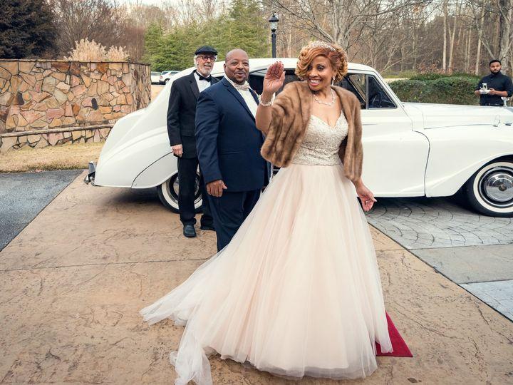 Tmx Waving Good Bye Leaving In The Rolls 51 2233 159864838427704 Tyrone, GA wedding venue