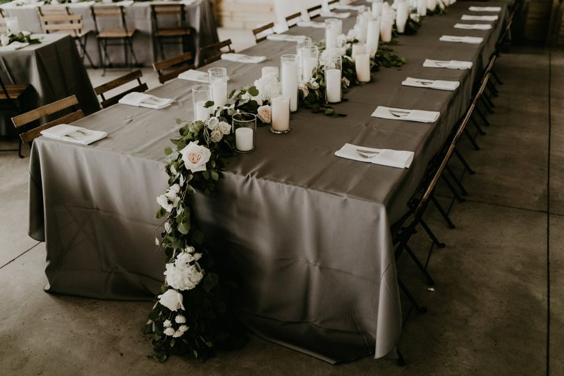 Vines and flowers table decor