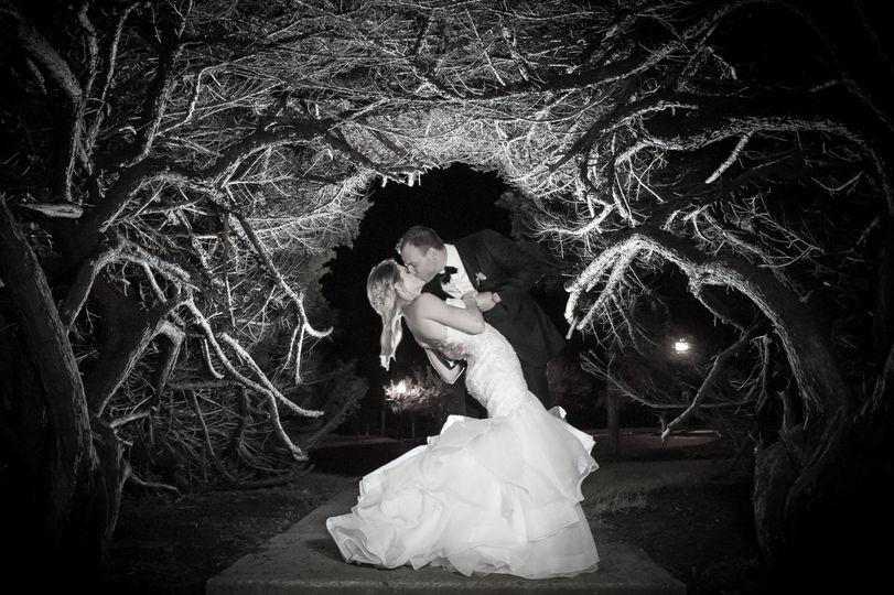 Kiss in the woods - The Glenmar Studio