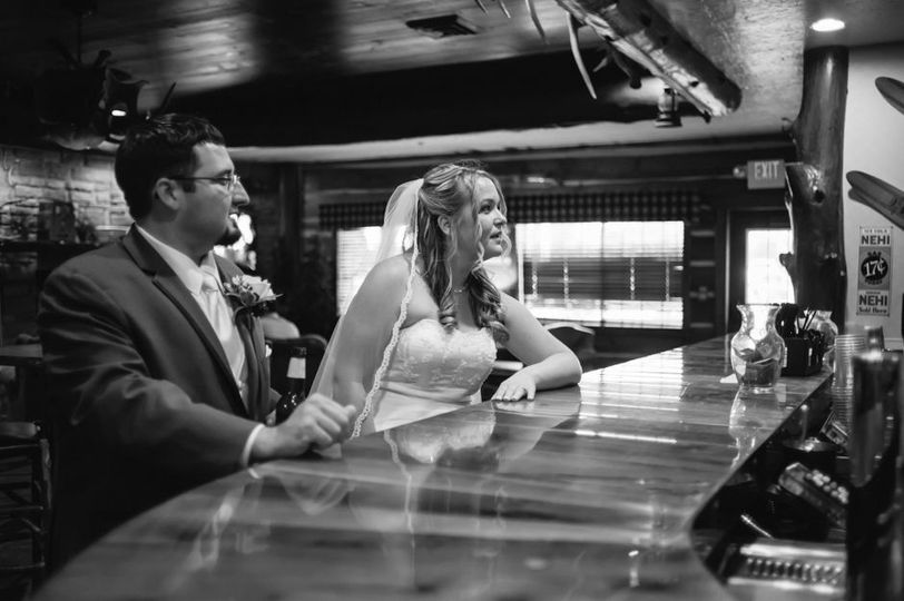 Couple at onsite bar © Rebecca Allen Photography