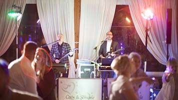 Guty & Simone wedding band