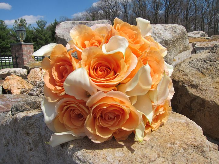 peach rose and calla bouquet
