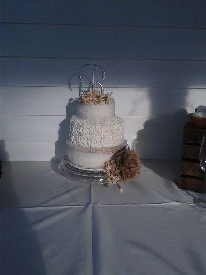 rugged and elegant wedding cake