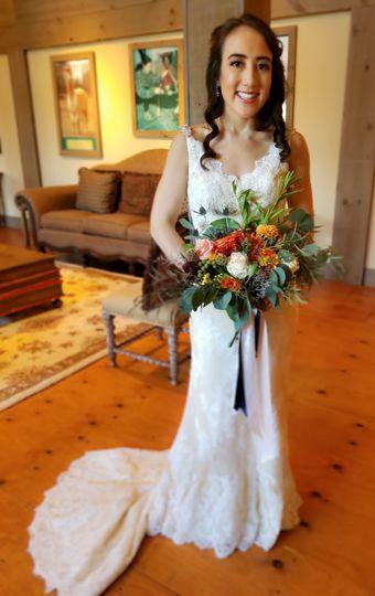 Loose + lush bridal bouquet