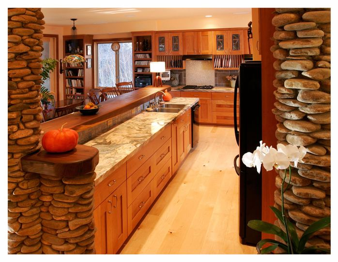 Kitchen: marble and cherry