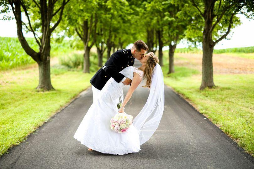 11c02403f2227cee 1468448260097 driveway kiss