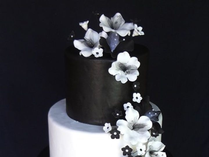 Tmx 1361638959014 BlackandWhiteFlowers2 Chino Hills wedding cake