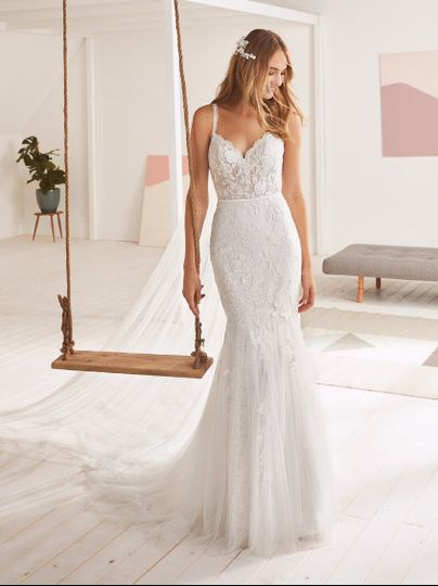 Fitted gown front