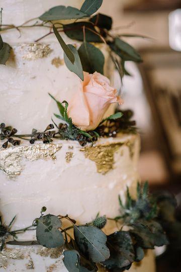 Floral cake décor