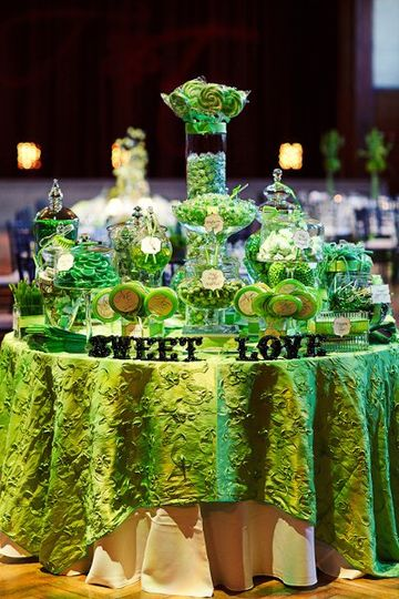 Table setting withe centerpiece