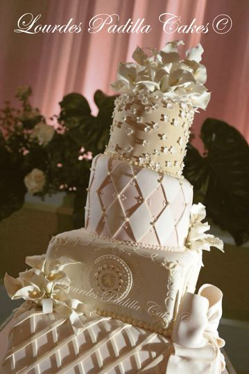 la concha wedding cake