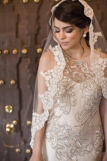 Mantilla veil with beaded lace