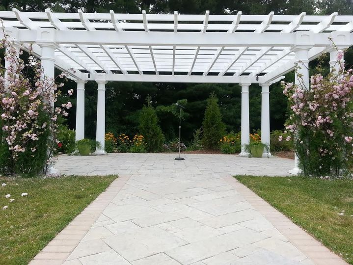 800x800 1417727184809 pergola with lilacs front view