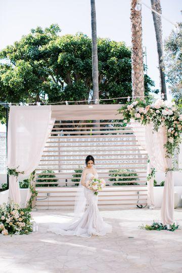outside bride 51 781733 162429679165134
