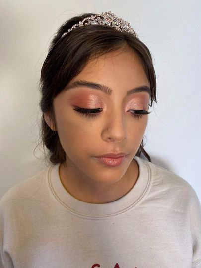Neutral makeup with glitter eyeshadow