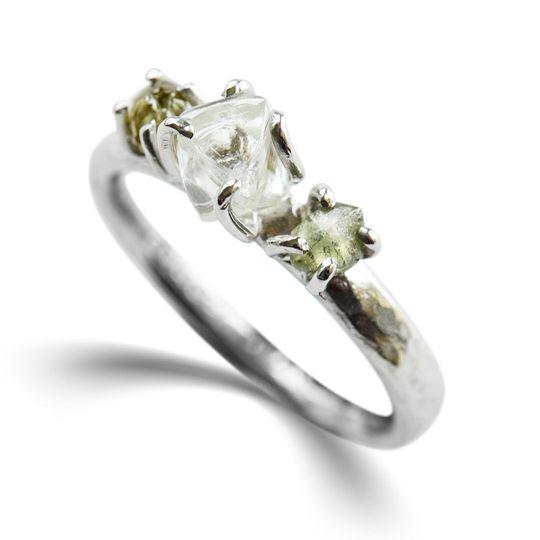 The Teanim three stone ring