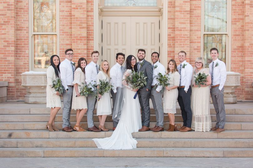bridal party 035 51 1063733 1556823616