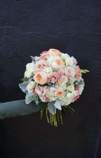 Full and light bouquet