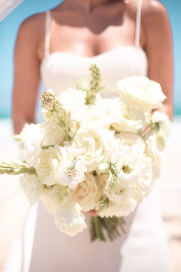 weddinginspiration tropicalparadise ceremony bouquet edited 51 1551833 159172397778759