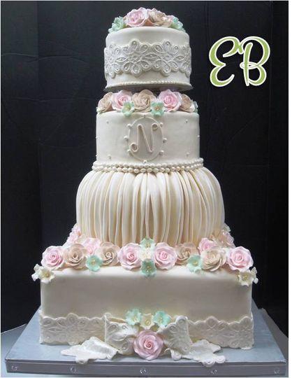 800x800 1359565542659 Weddingcake2861 800x800 1366465218969 Eb Fantasy Cake1
