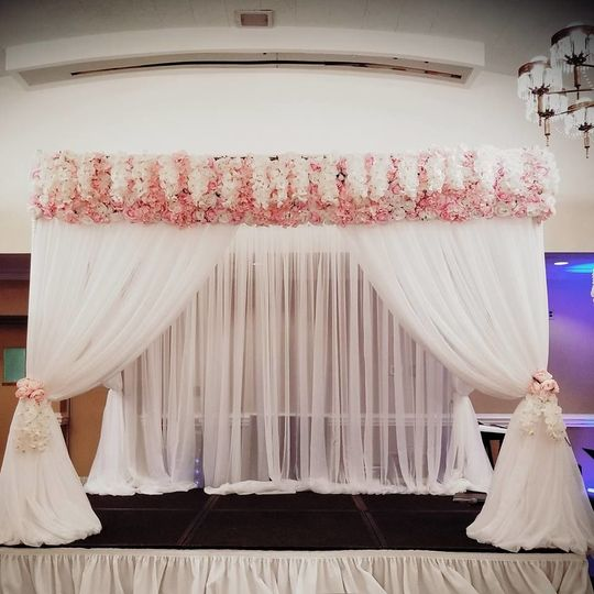 Luxurious Chuppah lush Pink