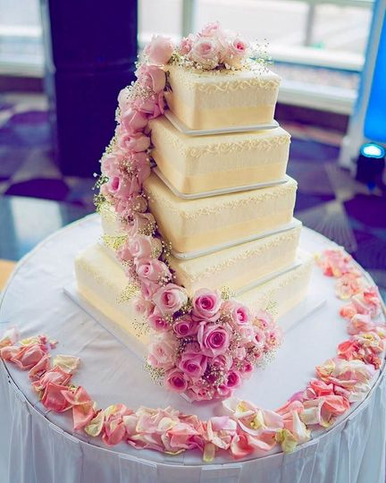 Five tier cake with pink roses ascending