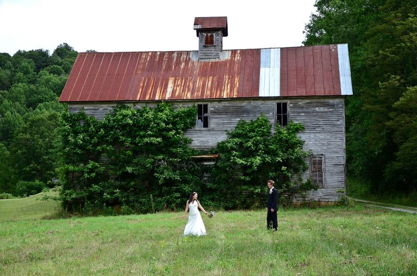 We found this great old building to photograph the wedding party at before the wedding ceremony