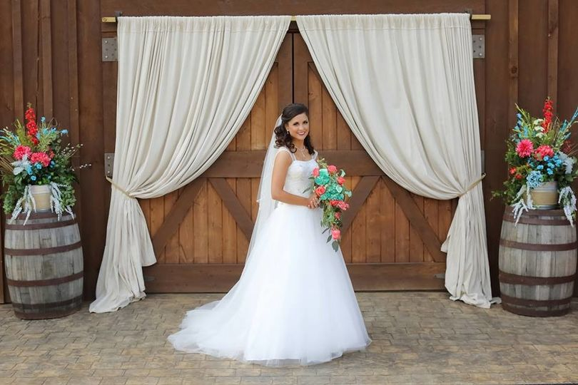 Radiant bride - Happily Ever After at the Barn