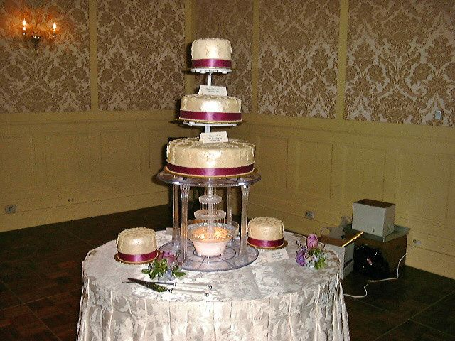 Tmx 1441176667260 Pdrm00010001edited Metamora wedding cake