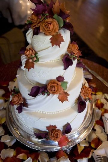 Delicate sugar drapes, accented with hand-made sugar berries, fall leaves, roses and calla lilies.