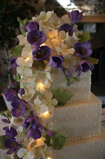 Sugar freesia and hydrangea, with fairy lights.