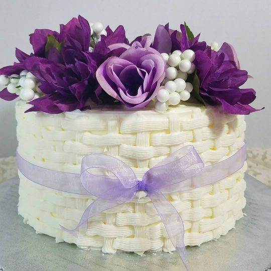 Basket Couple's Cake