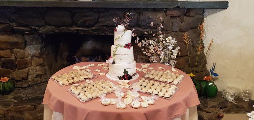 Semi-naked cake and macaroons