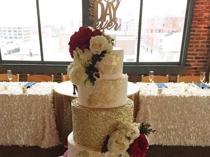 Tmx 1530806574 6fdcf69a598241b0 1530806573 1e5d1f7277243c74 1530806566457 4 27868117 151558394 Saint Louis wedding cake