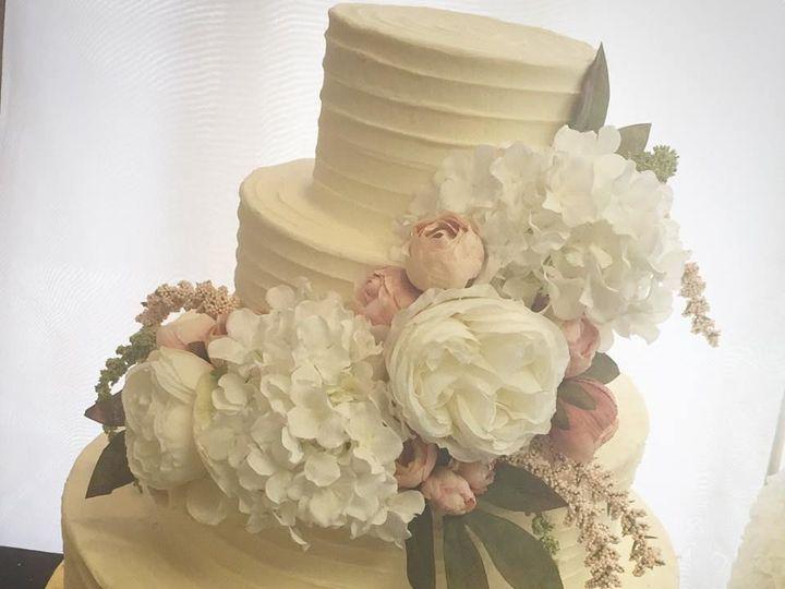 Tmx 1530806574 9c07b412996fe4a5 1530806573 836668ccc566b708 1530806566456 3 26231689 149231316 Saint Louis wedding cake