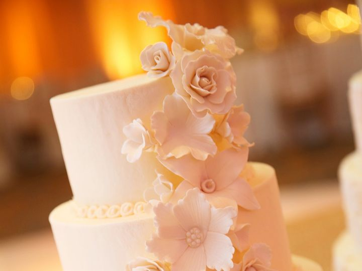 Tmx Ka 1168 2800 51 21043 Saint Louis wedding cake