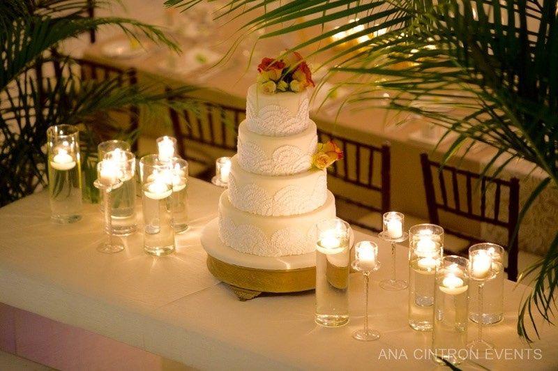 4-tier classic wedding cake
