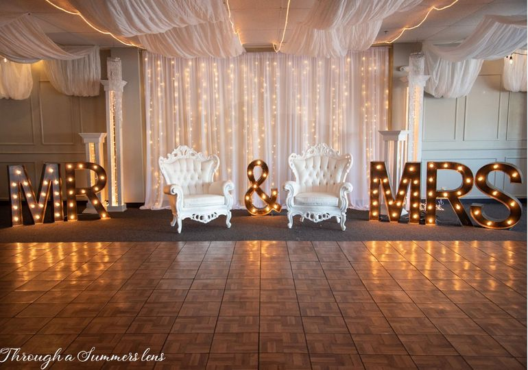 backdrop chairs 51 1129043 157471689031303