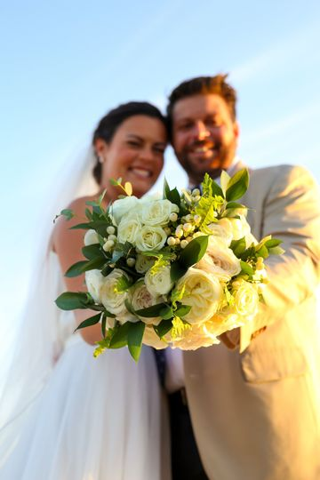 Couple holds the bouquet
