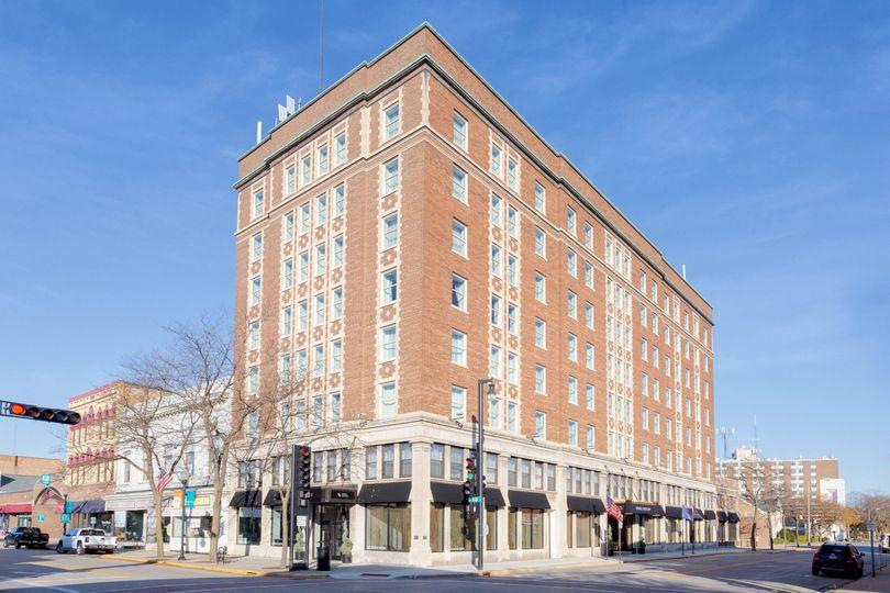 Hotel Retlaw building facade