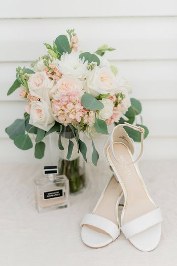 Blush & white bouquet