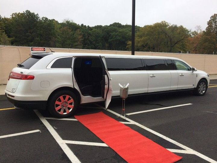 24bc44add5916abe Grand Limo Arrives
