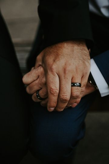Ali Miller Photography - Hand in hand