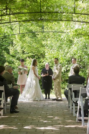 Red Ridge Farms Vineyard wedding, Rev. Maureen Haley wedding officiant, Portland Oregon area