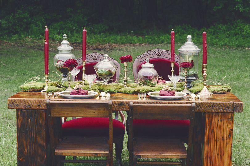 barn wood sweetheart dinning table wedding recepti