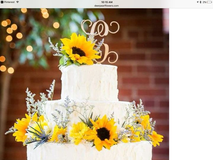 Cake with sunflower decor