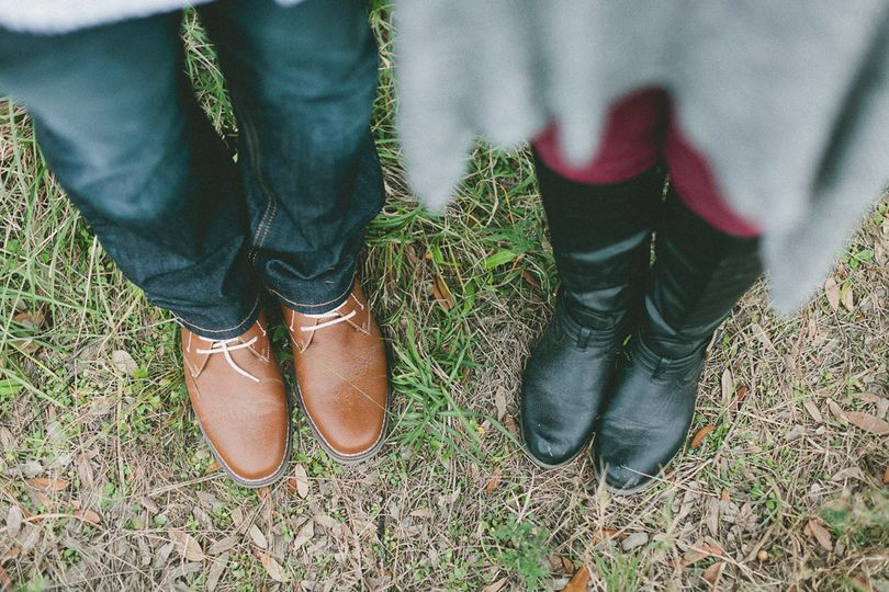 Sweet couple Jenna & Nathan engagement session in Katy countryside | Daria Ratiff photography of...