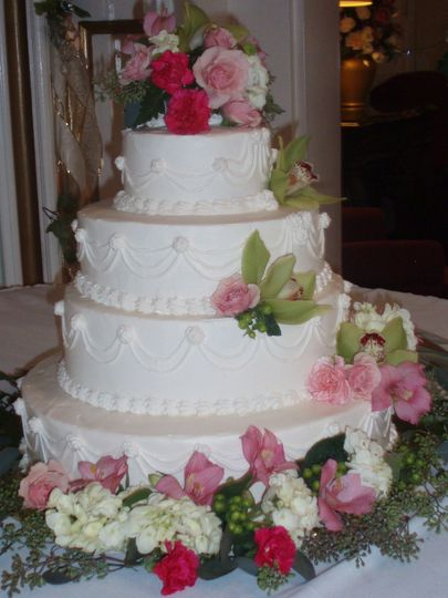 4-tier wedding cake with cascading flowers